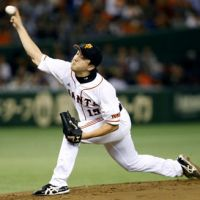 Thriving under pressure: Giants hurler Hirokazu Sawamura fires a pitch to the Dragons in Game 4 of the Central League Climax Series final stage on Saturday at Tokyo Dome. Sawamura tossed six scoreless innings, scattering seven hits in Yomiuri's 3-1 victory over Chunichi. | KYODO
