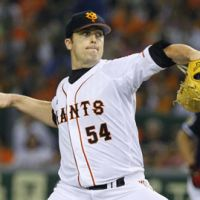 Big lift: Giants right-hander D.J. Houlton started the decisive sixth game of the Central League Climax Series final stage on Monday at Tokyo Dome. | KYODO