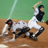 Showing toughness: Yomiuri's Tetsuya Matsumoto stayed aggressive throughout Game 3 of the Japan Series, including on this hard slide in the eighth inning on Tuesday. | KYODO