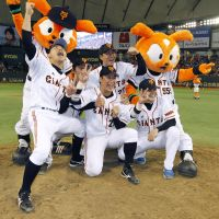 Feels so good: The Giants beat the Hokkaido Nippon Ham Fighters 4-3 in Game 6 to win the series 4-2. | KYODO