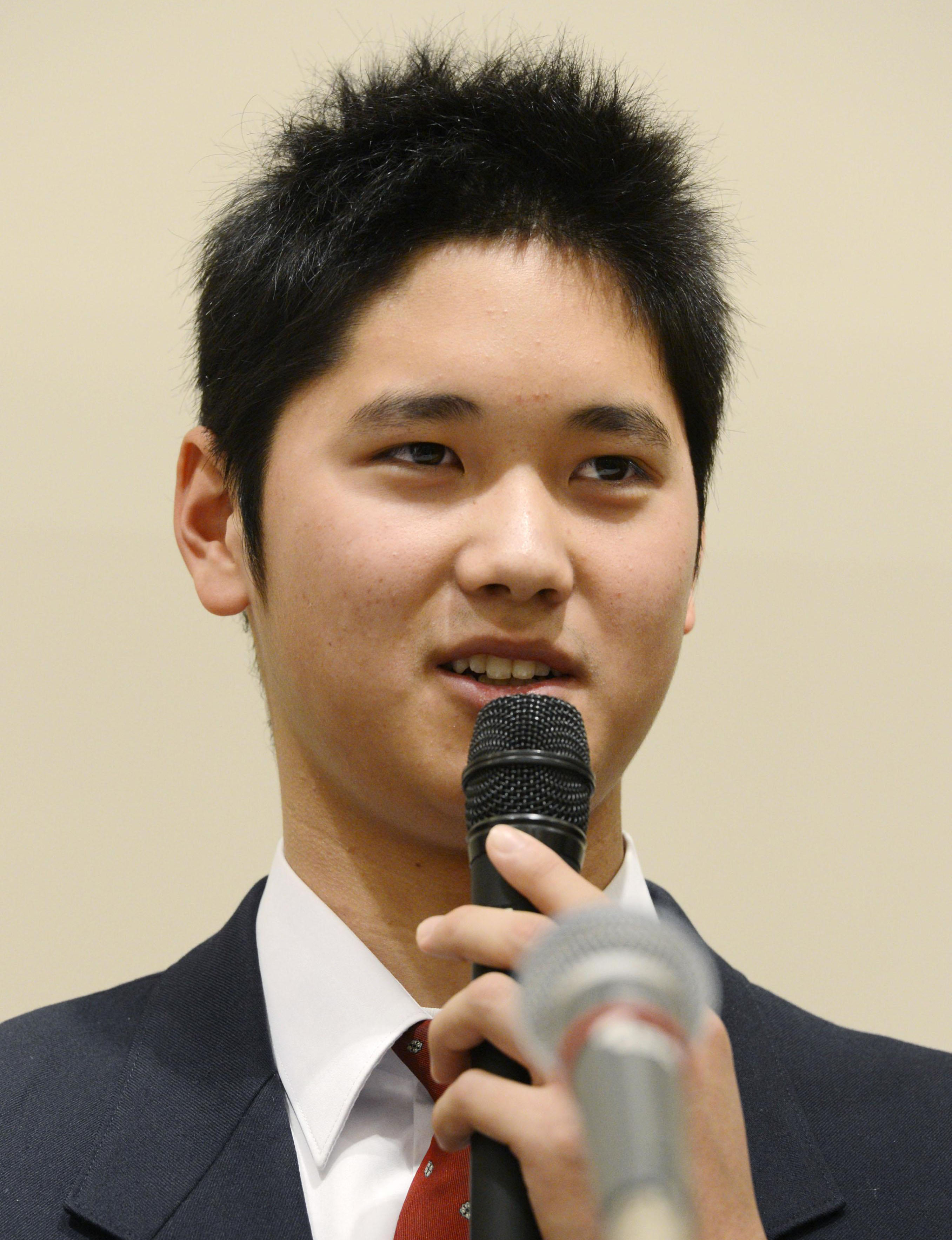Hanamaki Higashi High School phenom Shohei Otani address the press Sunday. Otani recently changed his mind about heading straight to the majors and decided to join the Nippon Ham Fighters. | KYODO