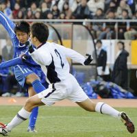 Top of the class: Ichiritsu Funabashi's Ryuji Izumi scores the winning goal in his team's 2-1 victory over Yokkaichi Chuo Kogyo in the national high school championship at National Stadium on Monday. | KYODO