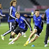 Race to the top: Chelsea's Fernando Torres (center) practices with his teammates on Wednesday in Yokohama. | AFP-JIJI