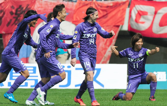 Purple pose: Hiroshima's Hisato Sato (right) celebrates after scoring in the 25th minute against Kashima Antlers on Saturday at Hiroshima Big Arch. Sanfrecce won 2-0. | KYODO
