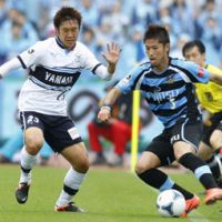 Working the angles: Kawasaki Frontale forward Yusuke Tanaka controls the ball against Jubilo Iwata midfielder Kosuke Yamamoto during Thursday's game. Frontale won 4-3. | KYODO