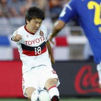 Stellar production: Grampus' Kensuke Nagai has scored six goals in his past four games. He helped Nagoya earn a 1-1 draw against Yokohama F. Marinos on Saturday. | KYODO