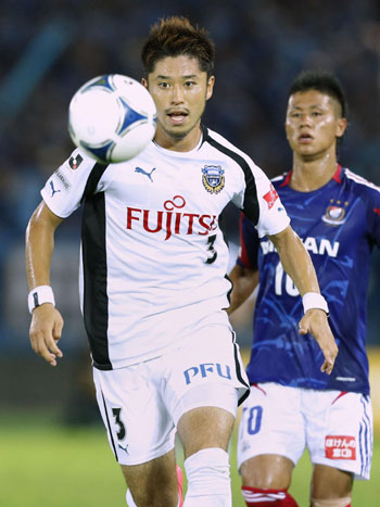 Key performance: Kawasaki Frontale's Yusuke Tanaka scored a pair of goals to help his club overcome a two-goal deficit and record a 2-2 draw against Yokohama F.Marinos in the J.League on Saturday. | KYODO