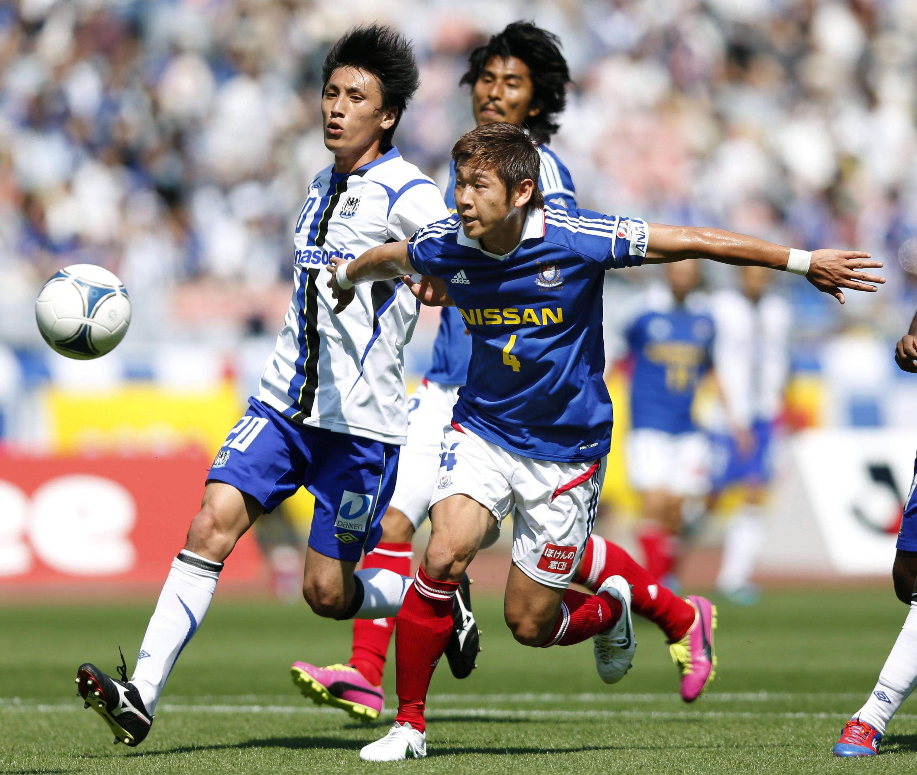 Lessons learned: Yuzo Kurihara (right) was fortunate to train with defensive stalwarts like Yuji Nakazawa and the late Naoki Matsuda as a young player with Yokohama F. Marinos. | KYODO