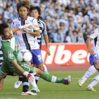 Big afternoon: Gamba Osaka's Akihiro Ienaga scores the first of his two goals in the 21st minute against Kawasaki Frontale on Saturday in the J.League. Gamba defeated the hosts 3-2. | KYODO