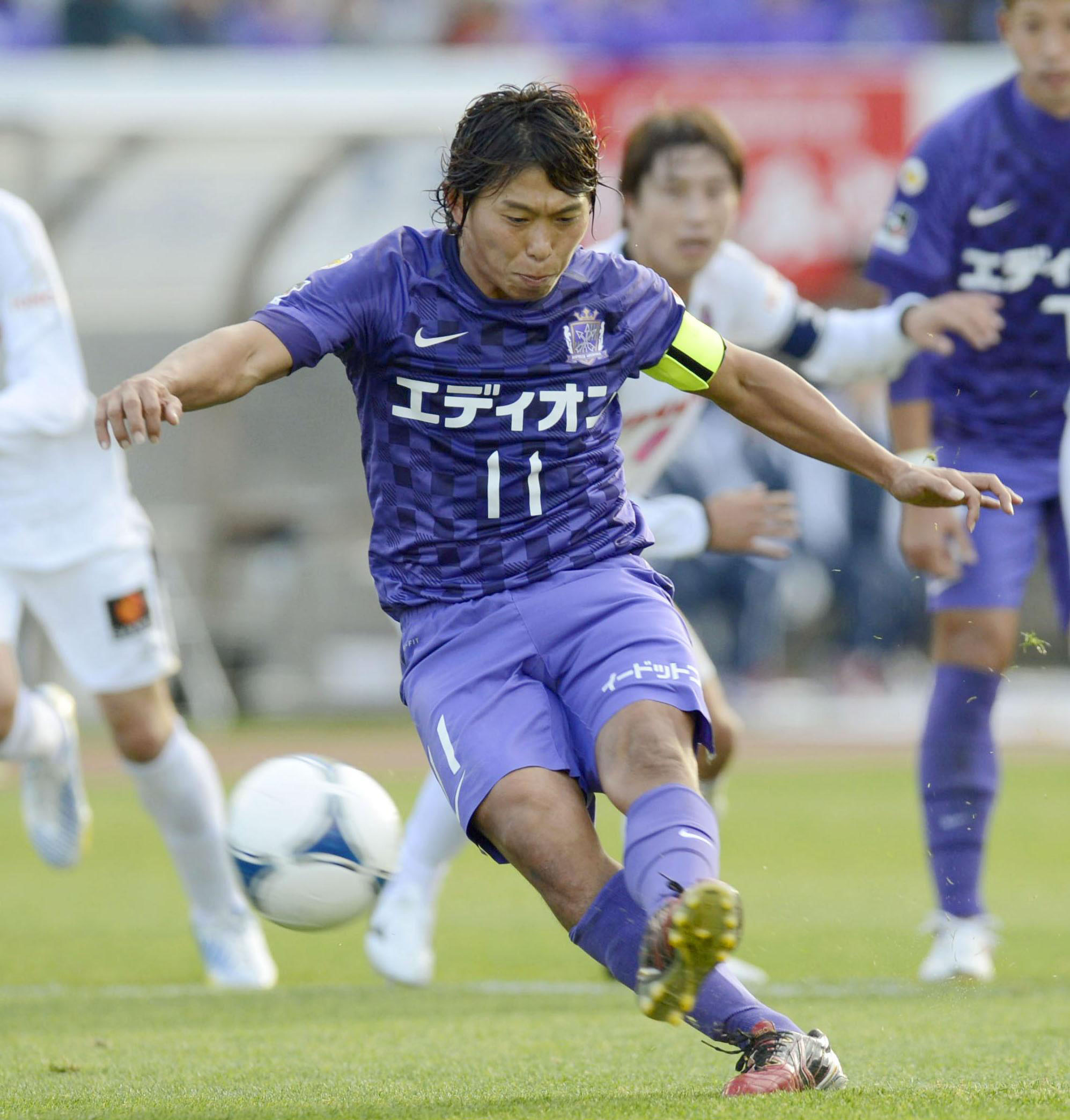 Dream come true: Sanfrecce Hiroshima captain Hisato Sato scores his side's third goal against Cerezo Osaka from the penalty spot on Saturday afternoon. Sanfrecce won 4-1. | KYODO