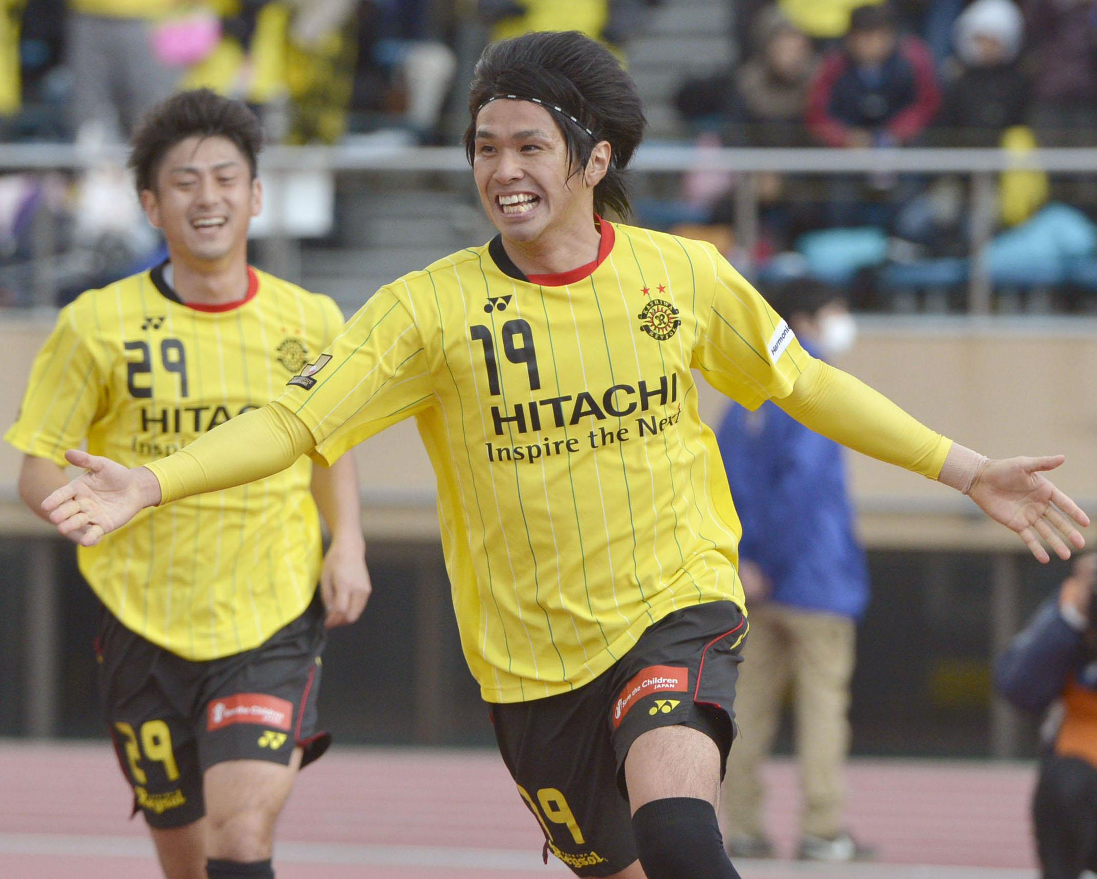 Party time: Kashiwa's Masato Kudo (19) celebrates his goal against Yokohama F. Marinos on Saturday. | KYODO