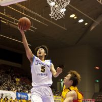 Gomez, Ogawa helping Shiga stay in playoff picture