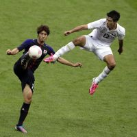 Flying challenge: Japan's Daisuke Suzuki vies for the ball with Mexico's Raul Jimenez in their men's soccer semifinal match at Wembley Stadium on Tuesday night. Mexico won 3-1. | AP