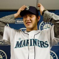 Iwakuma may thrive in shadows with spotlight on Darvish