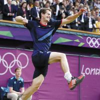 Breakthrough: Andy Murray celebrates after his win against Roger Federer in the gold-medal match on Sunday. | KYODO
