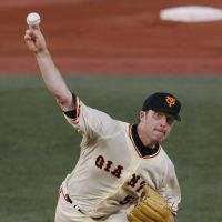 Feels like a winner: Giants pitcher D.J. Houlton is hoping to help win a league pennant for the third straight season. | KYODO