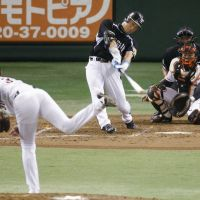 The long goodbye: Tigers great Tomoaki Kanemoto homered in what was likely his last career game at Tokyo Dome on Sunday. | KYODO