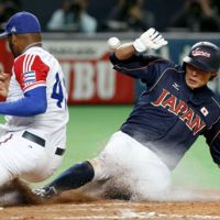 First steps: Yoshio Itoi and Japan swept Cuba during a two-game exhibition series over the weekend. The two teams will meet again during the first round of the WBC. | KYODO