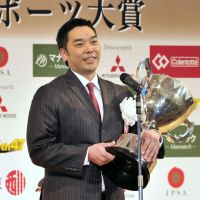 Giants' Abe captures grand prize at Japan Pro Sports Awards