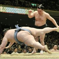 Mr. Perfect: Harumafuji takes down Gagamaru at the New Year Grand Sumo Tournament on Sunday. | KYODO