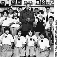 Thabiso Kgosana with his English-language and culture class at Fukuoka Koto Rogako (Fukuoka High School for the Deaf)