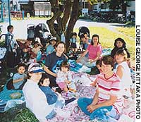 The Chofu English Playgroup out on a picnic