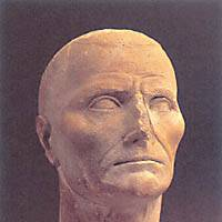 This male head of a votive statue (above) dates from the beginning of the first century B.C., before the establishment of the Pax Romana and the heyday of the Roman Empire. By the time the 12-cm-high statue of St. Paul (below) was made, in the last quarter of the fourth century A.D., Christianity was the official religion of the declining empire. | PHOTOS COURTESY OF THE NATIONAL MUSEUM OF WESTERN ART, TOKY