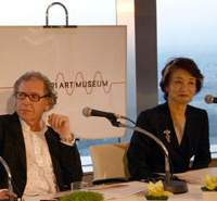 David Elliott (above) and Yoshiko Mori at the press conference in Mori Tower (left) announcing Elliott's departure for the Istanbul Modern. | JOSEPH BADTKE-BERKOW PHOTO (above)/JAPAN TIMES PHOTO