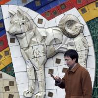 Memorial: A mosaic depicts the dog Hachiko at Shibuya Station, Tokyo. | BLOOMBERG