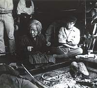 Shohei Imamura directs Sumiko Sakamoto in a scene from 'Narayama Bushiko (The Ballad of Narayama),' during shooting of the film in Nagano Prefecture. Sakamoto had her teeth extracted for the film, which won the Palme d'Or at the Cannes Film Festival in 1983. | PHOTOS COURTESY OF IMAMURA PRODUCTION