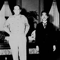 Emperor Hirohito (right) and General Douglas MacArthur
