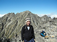 Ginger Vaughn, shown on the way to Mount Hotaka in Nagano's North Alps in September last yeay, will climb the last of Japan's 100 Famous Mountains this November in Nagano, and is inviting along anyone willing to climb.