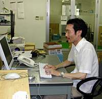 Tsutomu Kushima, a Crohn's disease patient and the president of publishing firm Mikumosha, works in his office in Saitama Prefecture. | SETSUKO KAMIYA PHOTO