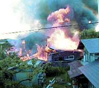 The Tsuruoka, Yamagata Prefecture home of LDP lawmaker Koichi Kato goes up in flames on Aug. 15 in a suspected case of political arson by a rightist. | KYODO PHOTO