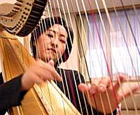 Harpist Naoko Yoshino has initiated a project aimed at drawing teens into the classical music world.