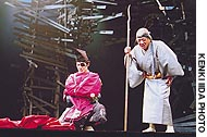 Actor/director Mansai Nomura (left) takes the role of Taro and Shime Shigeyama plays Inokuma no Baba in 'Rashomon' at the Bunkamura Theater Cocoon.