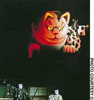 Brothers Inumura Kakutaro (Ichikawa Kamejiro) and Inukai Genpachi (Ichikawa Ukon) battle two demonic cats, one assuming the human form of Kakutaro's father (Nakamura Karoku).
