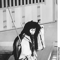 The highlight of this year's kaomise season is Nakamura Tomijuro's performance as the ghost of Taira no Tomomori in the dance-drama 'Funabenkei.'