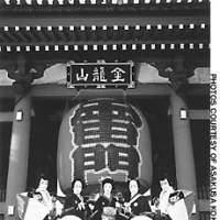 The up-and-coming kabuki stars performing this month's Asakusa's Kokaido pose in front of the main gate of Sensoji Temple.