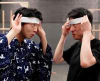 Director Yukikazu Kano shows Kyogen actor Ippei Shigeyama (left) how to hide his eyebrows. | YOSHIAKI MIURA PHOTO