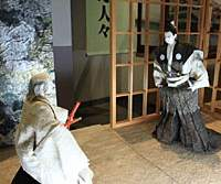 At the Nobunaga-no-yakata museum you'll find a replica of Oda Nobunaga's house and figurines depicting his story. | MR. HONDA AND SIMON BARTZ PHOTOS