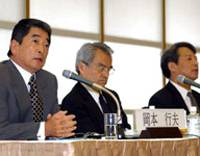 Yukio Okamoto (left) speaks during the May 23 symposium at Keidanren Kaikan, while Masashi Nishihara (center) and Takashi Shiraishi, vice president the National Graduate Institute for Policy Studies and moderator of the symposium, look on.