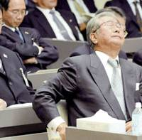 Tokyo Gov. Shintaro Ishihara closes his eyes as the Tokyo Metropolitan Assembly's special budget committee drags on past 4 a.m. March 14 over a controversial plan to inject ¥40 billion in taxpayer money into the ailing bank Shinginko Tokyo. | KYODO PHOTO