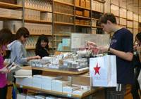 Building a clientele: Shoppers browse the no-name offerings at Muji's store in New York City's Soho district on April 18. | KYODO PHOTO