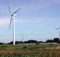 Breath of fresh power: Windmills along the coast of Choshi, Chiba Prefecture, can generate 25,500 kw with all 17 units in operation. | HIROKO NAKATA PHOTO