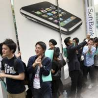 Can iPhone infiltrate Japan's mobile tribes?