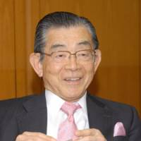 Backing a vision for Asia: Toyoo Gyohten, former vice finance minister for international affairs, is interviewed on Dec. 12, 2008. | YOSHIAKI MIURA PHOTO