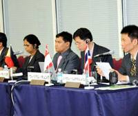 Journalists from Southeast Asian countries — (from left) Riyadi Suparno of The Jakarta Post, Hardev Kaur of The New Straits Times, Arnold Tenorio of The Manila Times, William Choong of The Straits Times and Nophakhun Limsamarnphun of The Nation — discuss the region's economic prospect during the Oct. 29 symposium in Tokyo. | SATOKO KAWASAKI PHOTO