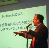 San Francisco vlogger  Shlomo Rabinowitz talks at the Dougajin event in Tokyo, aimed at bringing vloggers together. | CHRIS SALZBURG PHOTO