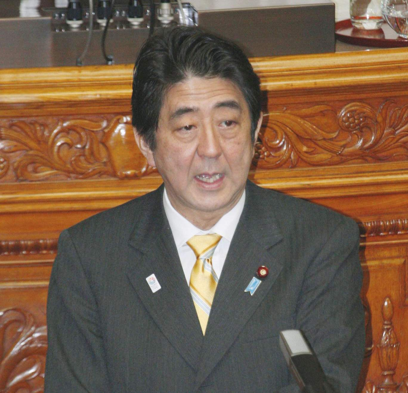 What dispute?: Prime Minister Shinzo Abe addresses Friday's Upper House plenary session. | KYODO